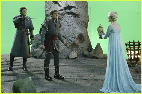 Hans Tries To Take Over Arendelle In New 'Once Upon A Time